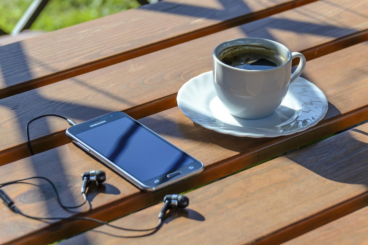 Użytkowników urządzeń mobilnych wciąż przybywa